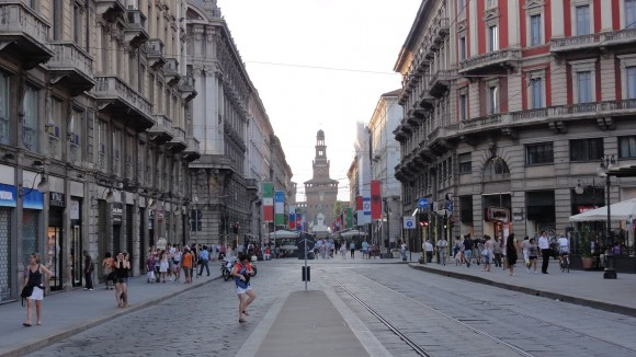 Picture of busy street with Castello Sforzesco
