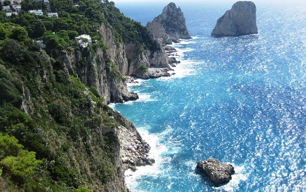 amalfi-coast-57265_640 five-best-outdoor-breaks-europe May 16