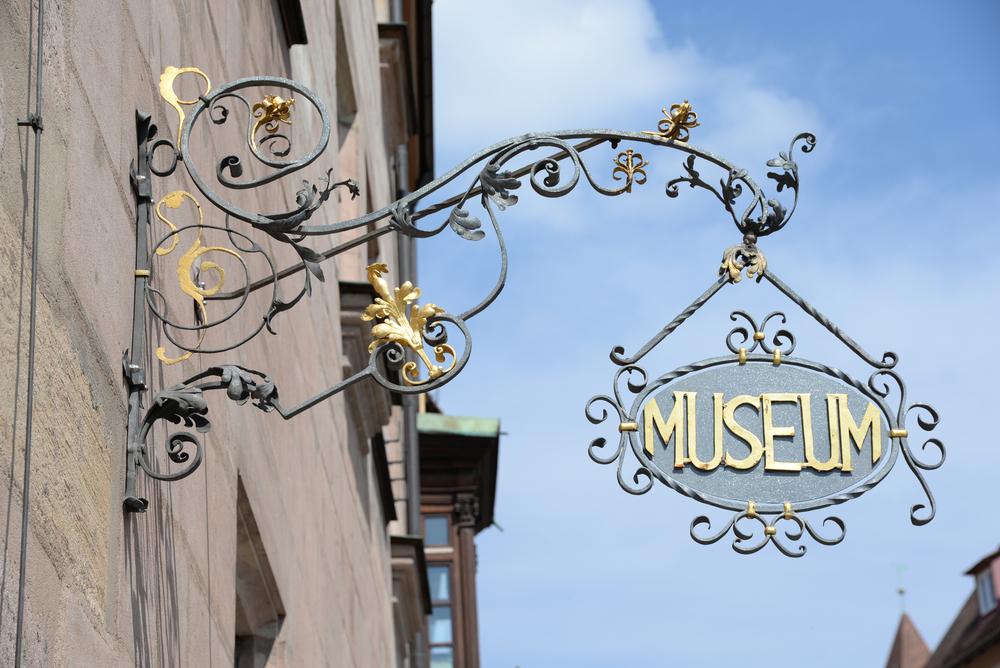 Visit Nuremberg museum sign