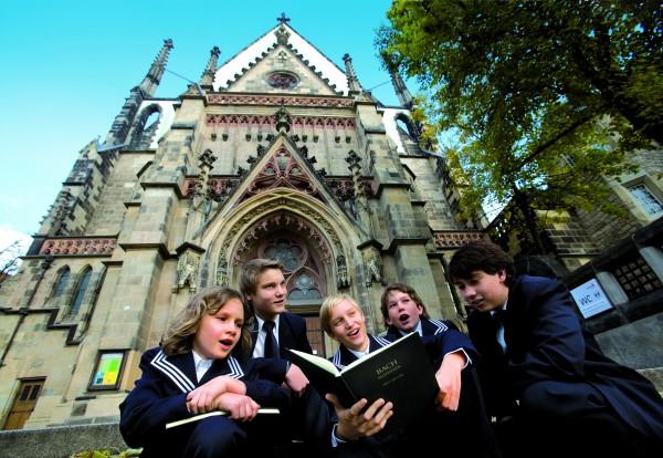 Thomaner vor der Thomaskirche / St. Thomas choir boys in front of St. Thomas Church