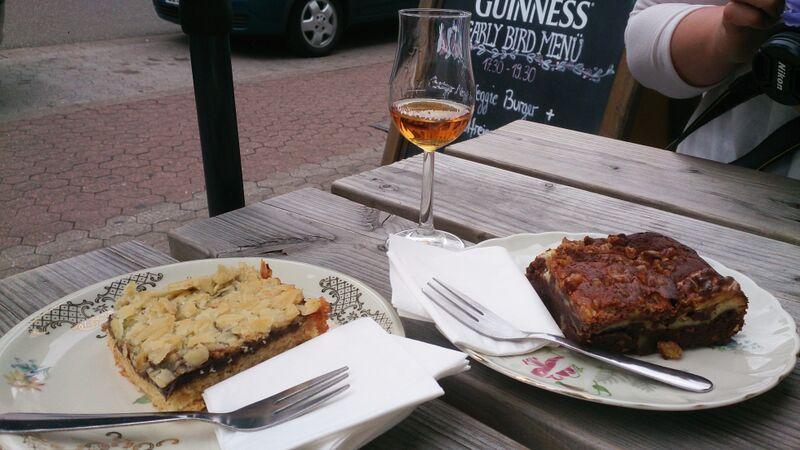 Baker Street cake and whiskey
