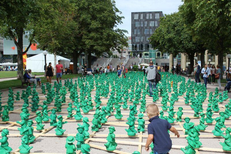 IMG 4036 green statues Wendy Stuttgart Stadmitte
