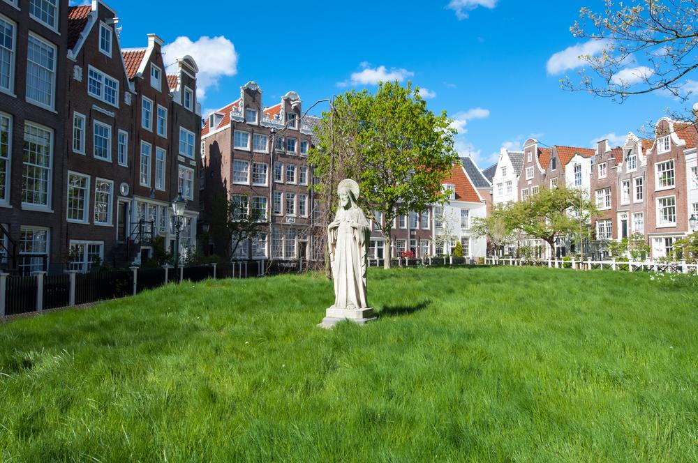 Lornet Medieval Begijnhof in the heart of Amsterdam