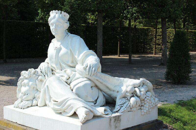 Wendy Schwetzingen garden statue 1