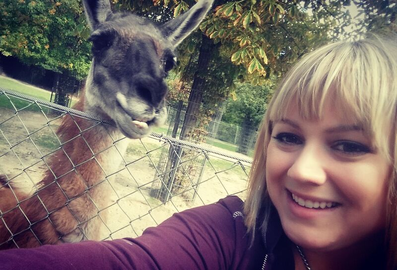 lady smiling with lama Gemma Opel Zoo
