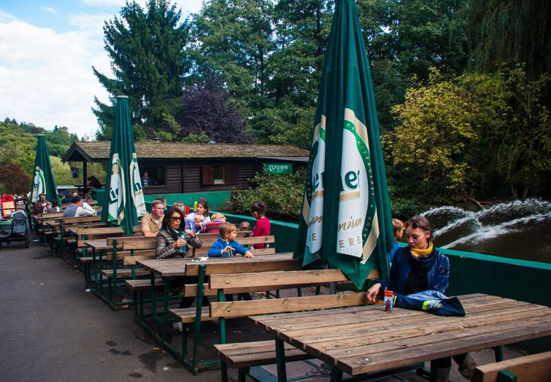 outside eating with tables 1354 Gemma Opel Zoo