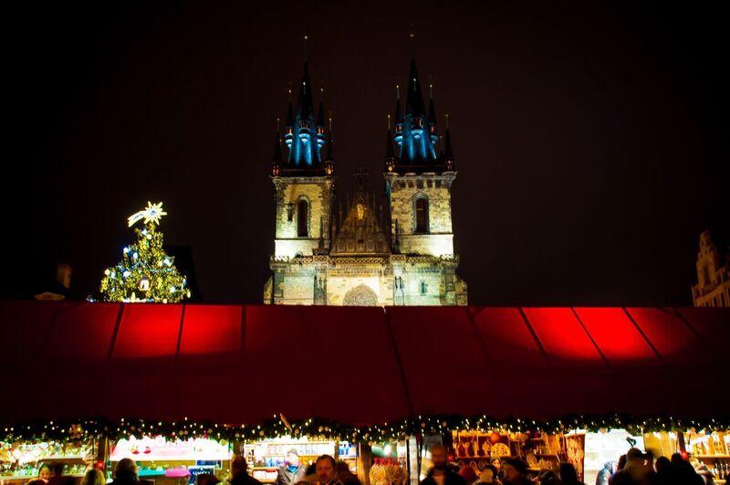 0090 Gemma Czeching out the Prague Christmas Market