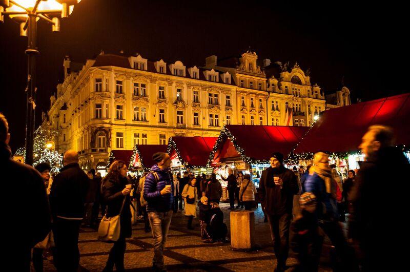 0093 Gemma Czeching out the Prague Christmas Market