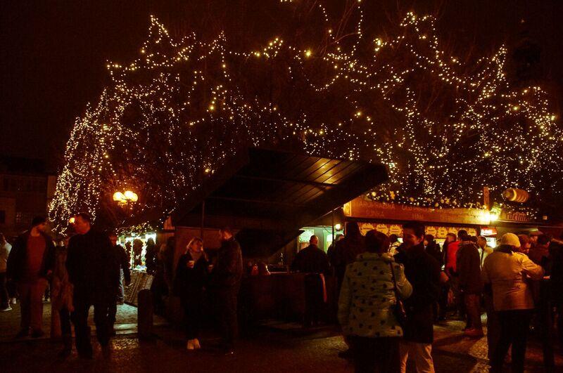 0095 Gemma Czeching out the Prague Christmas Market