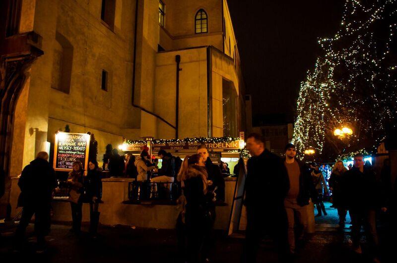 0096 Gemma Czeching out the Prague Christmas Market