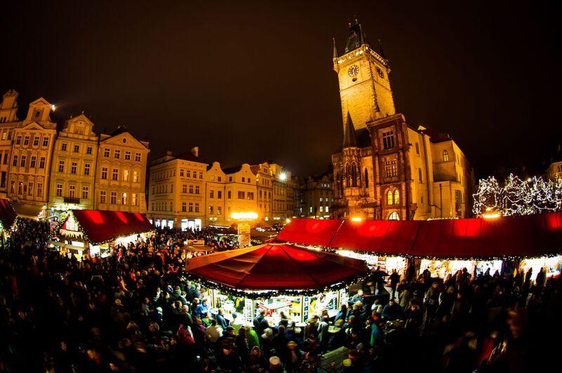 0105 Gemma Czeching out the Prague Christmas Market