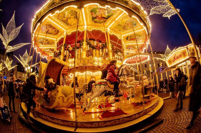 13 kids Gemma Wiesbaden Twinkling Star Christmas Market