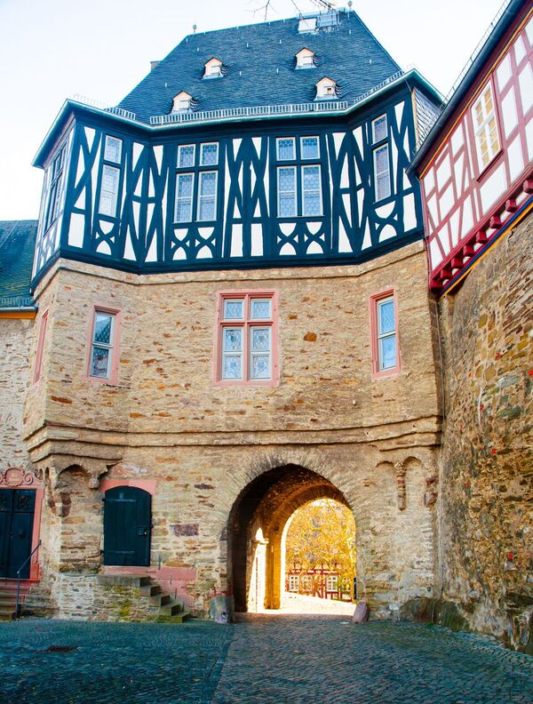 5 enter Gemma Discover Idstein from the Witch Tower