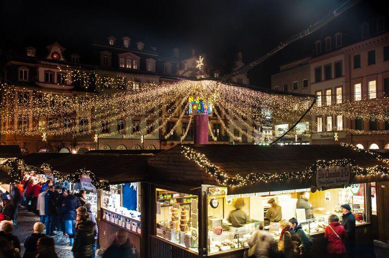 8 lights Gemma Under the lights of the Mainz Christmas Market