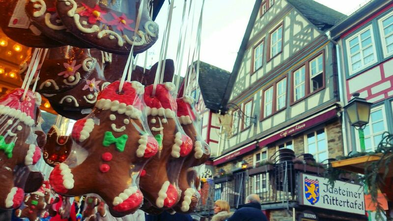 cookies Gemma Along the cobblestone streets of the Idstein Christmas Market