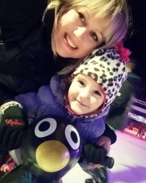 us Gemma Wiesbaden on Ice Skating