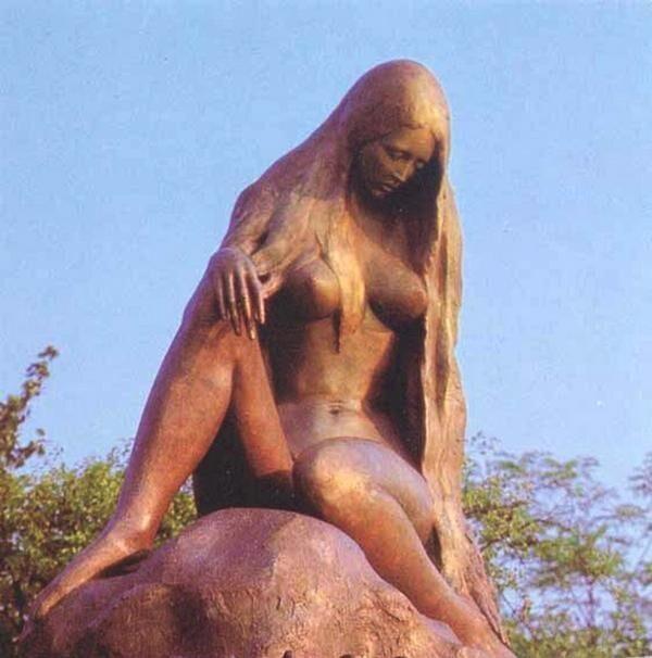 Lorelei statue Gemma Visiting the Mermaid of Lorelei
