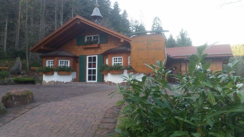 Wanderhutte Satterlei Wendy Winter fun in the Black Forest