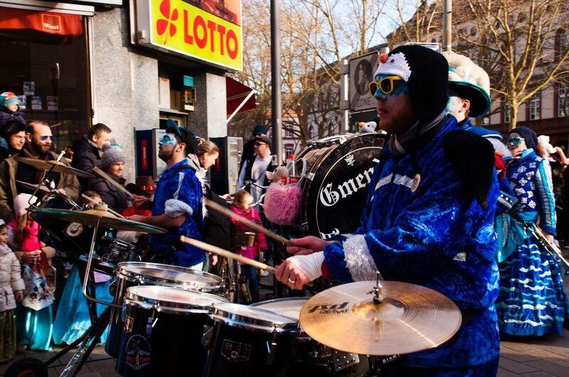 0162 blue drummer Gemma Wiesbaden Children's Fasching Parade