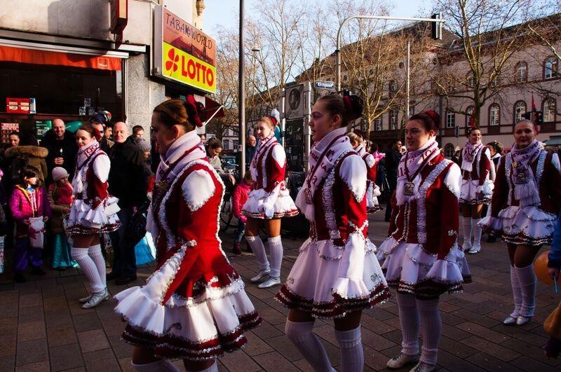 0169 girls in red Gemma Wiesbaden Children's Fasching Parade