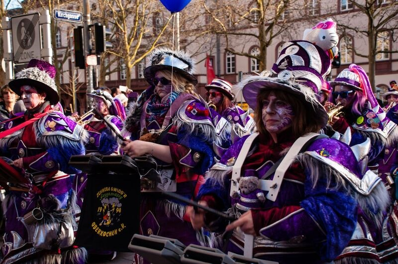 0184 women in purple Gemma Wiesbaden Children's Fasching Parade