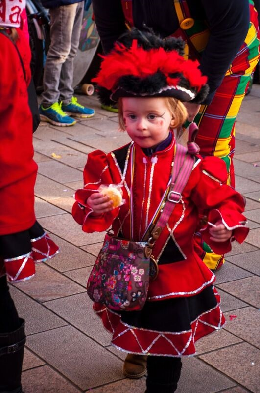 0188 little girl in red Gemma Wiesbaden Children's Fasching Parade