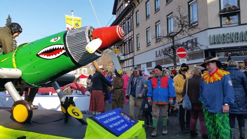 103852 plane Gemma Schramberg Fastnacht Boat Race and Parade