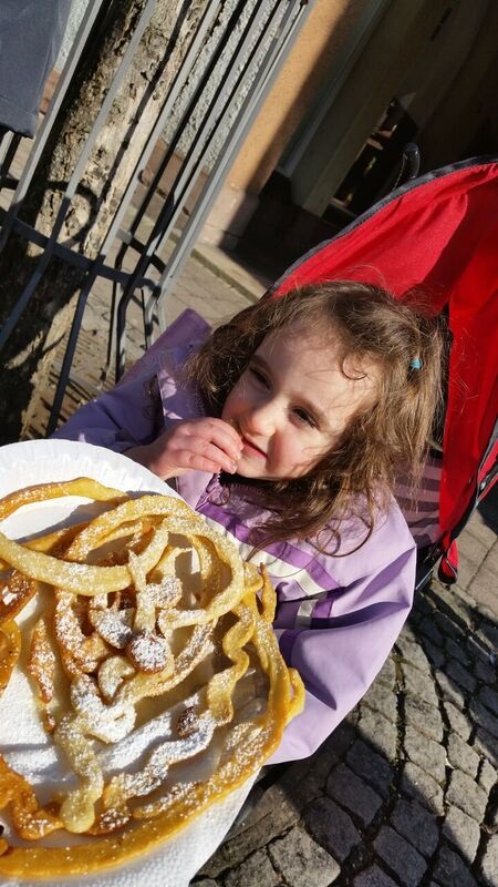 134601 daughter eating food Gemma Schramberg Fastnacht Boat Race and Parade