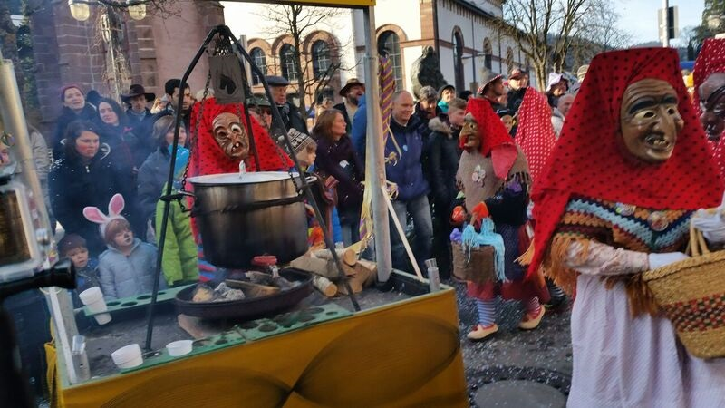 145256 witch Gemma Schramberg Fastnacht Boat Race and Parade