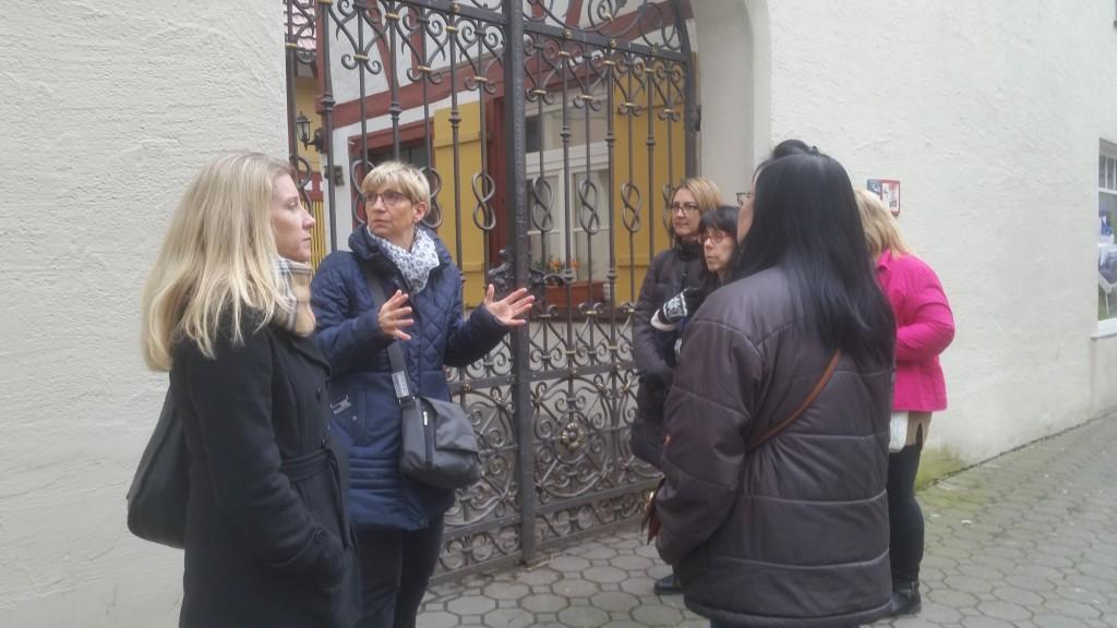 Sabine instructing Wendy Ravensburg - Puzzling City 16