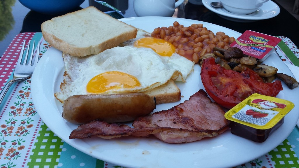 breakfast-998220_1920 full english breaksfast Pixabay peter573 16