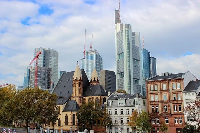 frankfurt-197242_640 Pixabay khfalk Discovering Frankfurt on Foot 16