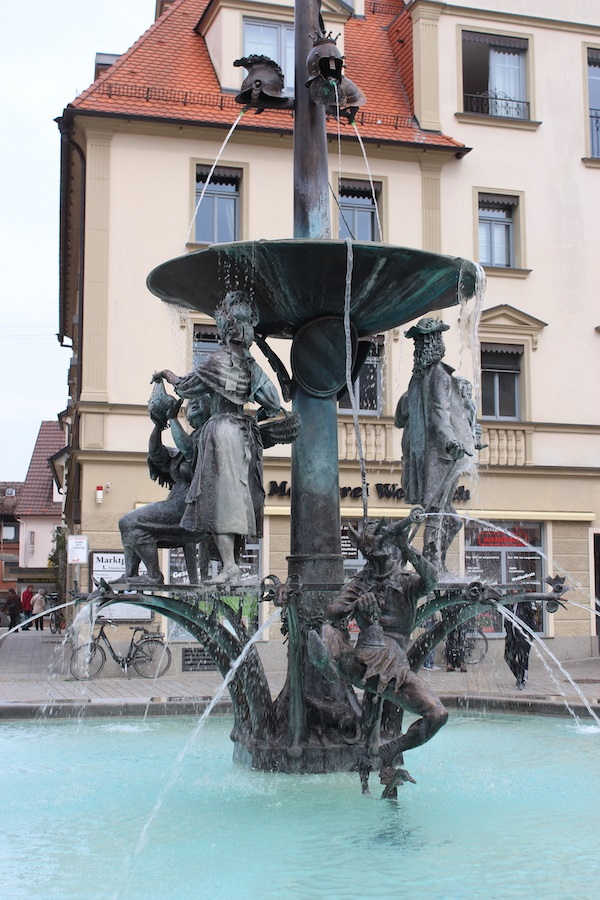 MIG - City fountain Wendy Beer Culture and the town of Ehingen June 16