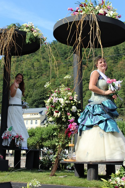 MIG - Flower princesses Wendy The largest flower parade and festival in Germany August 16